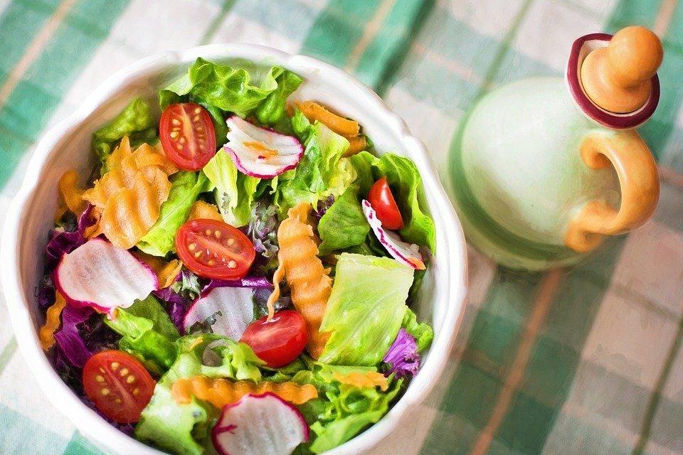 Insalata con semi di Canapa e verdure – La ricetta