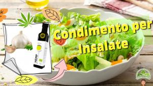 Insalata di verdure con il condimento per insalate a base di olio di canapa e aglio