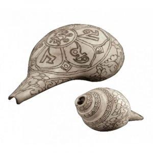 Conchiglia tromba rituale con incisione OMPH